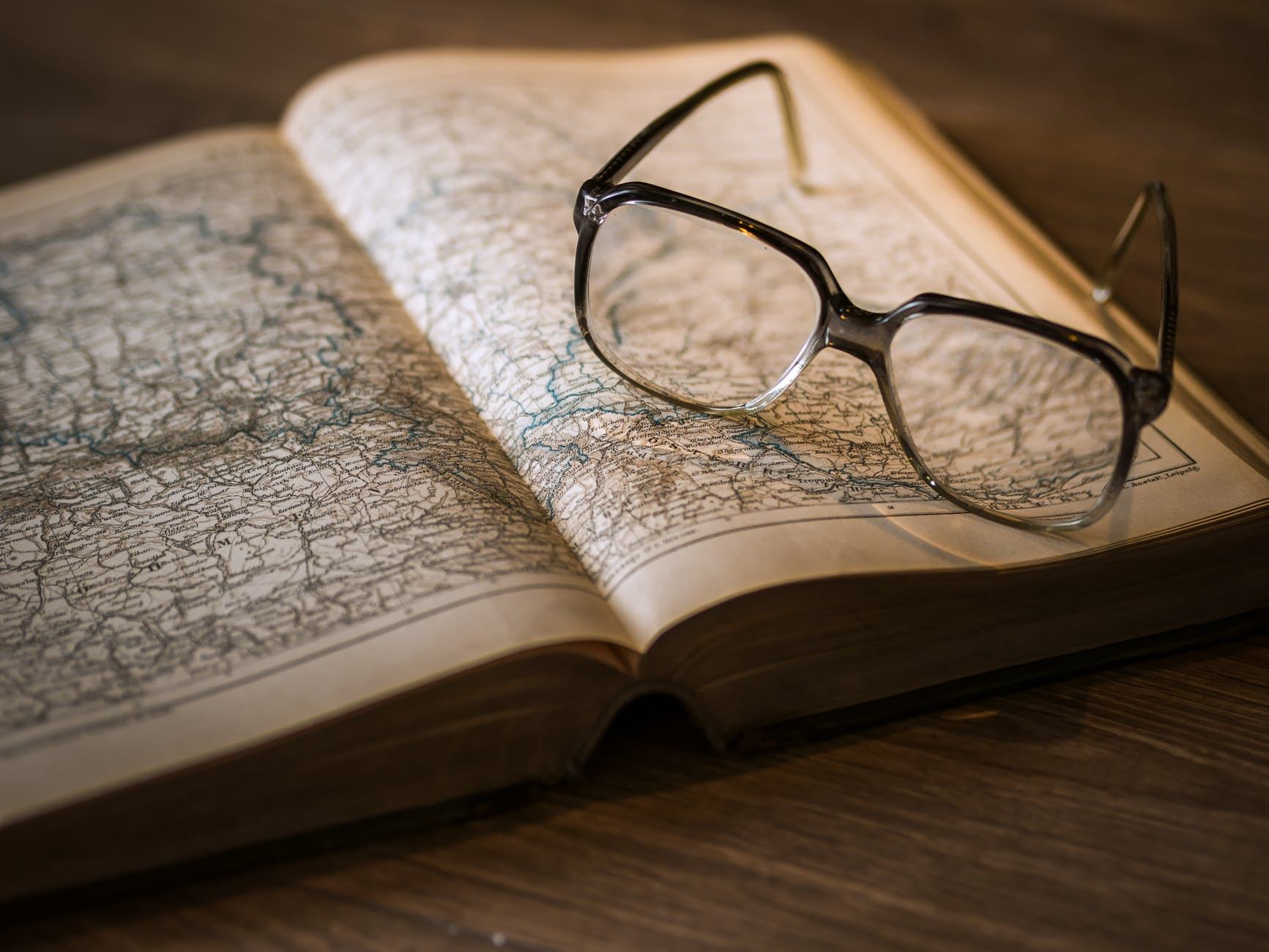 knowledge-book-library-glasses-159743.jpeg